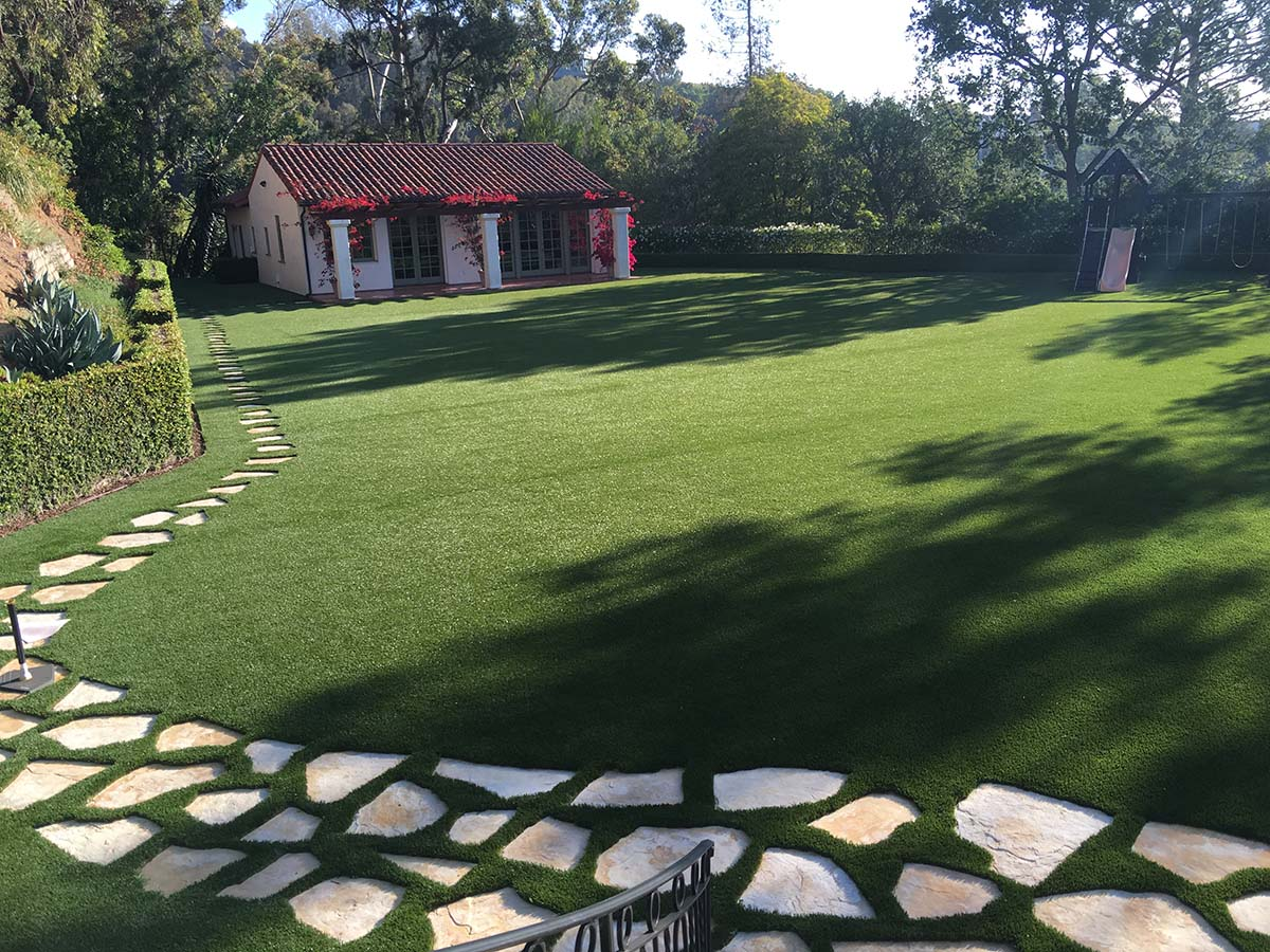 Awesome-synthetic-lawn